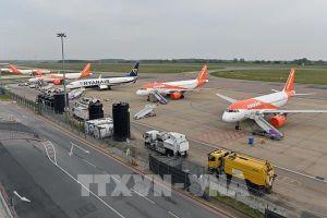 Các hãng hàng không châu Âu 'gặp khó' do dịch COVID-19