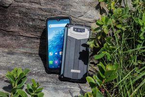 Điện thoại chống nước sở hữu pin bền 7 ngày