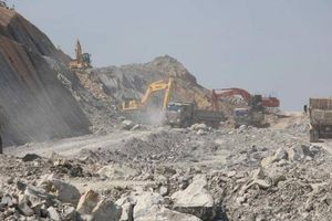 Đảm bảo nguồn cung, khối lượng đất đắp cho dự án cao tốc Cam Lộ - La Sơn