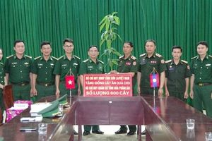Biên phòng Sơn La tặng 600 giống cây ăn quả cho tỉnh Hua Phan, Lào