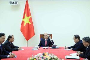 Thủ tướng Nguyễn Xuân Phúc điện đàm với Thủ tướng Xin-ga-po Lý Hiển Long