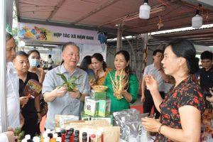 Đang diễn ra 'Tuần hàng trái cây, nông sản các tỉnh, thành phố tại Hà Nội'