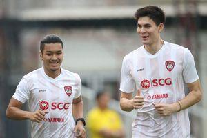 Sau 3 tháng 'nhốt mình' trong nhà, cầu thủ Thái Lan mừng được tập trên sân cỏ