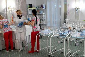 Nhiều trẻ sinh ra do đẻ mướn bị kẹt ở Ukraine