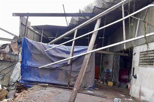 Cần Thơ: Mưa dông làm sập, tốc mái hàng trăm căn nhà, 1 người tử vong