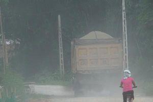 Tuyên Quang: Xe quá tải chở cát, ngang nhiên tung hoành phá nát đường dân sinh