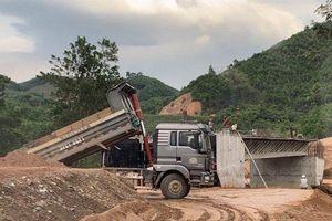 Quảng Nam: Công trình Nhà nước sử dụng đất trái phép san lấp mố cầu