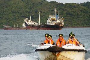 Tàu 'ma' bán dầu lậu trên biển Việt Nam