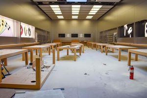 Lợi dụng hỗn loạn tại Mỹ, nhóm người quá khích vào Apple Store đập phá, vét sạch iPhone