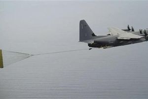 Mỹ biến C-130 và C-17 thành cường kích hạng nặng