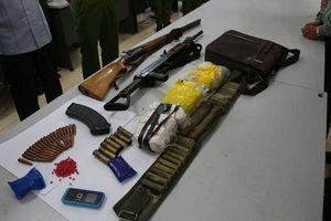 Bắt giữ 2 đối tượng mang theo súng đi 'áp tải' chất cấm tại 'thủ phủ ma túy' vùng Tây Bắc