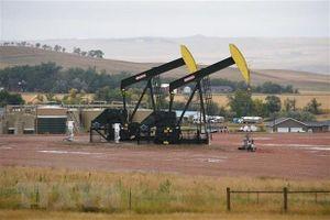 Giá dầu tăng trước cuộc họp của OPEC+ về gia hạn cắt giảm sản lượng