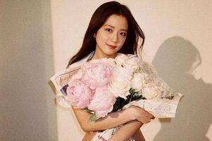 Ji Soo được khen 'ngay cả cái bóng trên tường cũng xinh đẹp'
