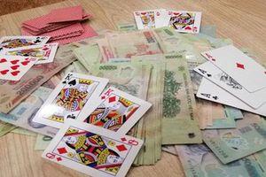 Thanh Hóa: Một trưởng phòng Sở Nội vụ bị bắt quả tang khi đánh bạc