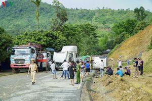 Lại lật xe container tại điểm đen Nà Lơi (Điện Biên)
