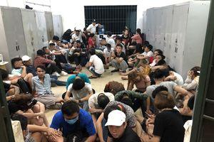 Đột kích quán bar ở Sài Gòn, hàng chục dân chơi dương tính chất ma túy