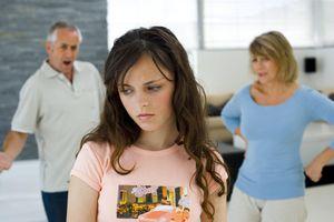 'Teen ơi, làm bạn nhé' - 10 điều cha mẹ thường hiểu nhầm con