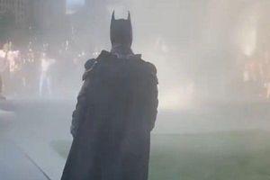 'Batman' xuất hiện giữa biểu tình, dân mạng Mỹ dậy sóng