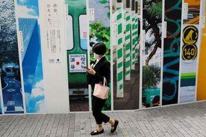 Cấm người đi bộ sử dụng điện thoại - Liệu có khả thi?