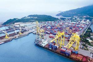 Tranh cãi việc tăng giá dịch vụ cảng biển
