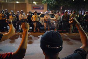 Người biểu tình ở Mỹ không lùi bước
