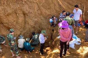 Khai quật hố chôn tập thể 17 chiến sĩ đặc công