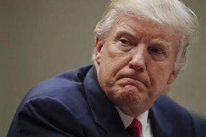Tình cảnh 'tứ bề thọ địch' của ông Trump