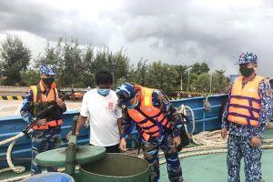 Tạm giữ tàu nước ngoài chở khoảng 150.000 lít dầu D.O không rõ nguồn gốc