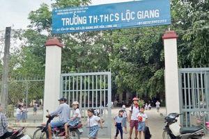 Phụ huynh dùng mũ bảo hiểm đánh cô giáo bất tỉnh ở Long An bị phạt 2,5 triệu đồng