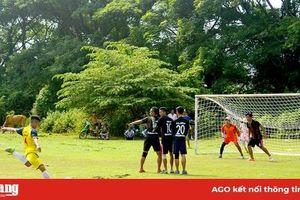 Tình yêu bóng đá ở làng Chăm