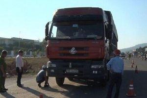 Va chạm xe tải, nam công nhân tử vong thương tâm trên đường đi làm