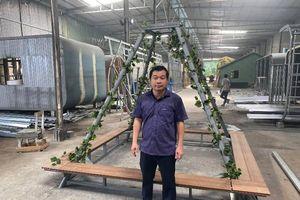 Một doanh nghiệp tặng 20 bộ khung hỗ trợ chống đỡ cây xanh