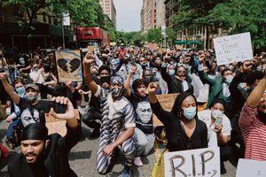 'Cảm giác tuyệt vời' - New York ra đường biểu tình giữa nỗi lo virus