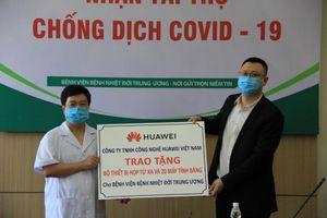 Huawei Việt Nam trao tặng Bộ thiết bị giải pháp Hội nghị truyền hình và 20 máy tính bảng cho Bệnh viện Bệnh Nhiệt đới Trung ương
