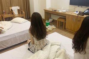 3 cô gái trẻ và 2 thanh niên thuê phòng khách sạn mở 'tiệc' ma túy