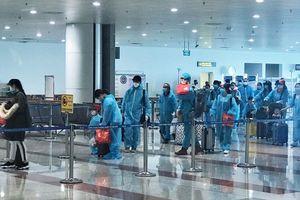 Chuyến bay chở 310 công dân Việt Nam từ Phần Lan, Thụy Điển vừa hạ cánh tại sân bay Nội Bài