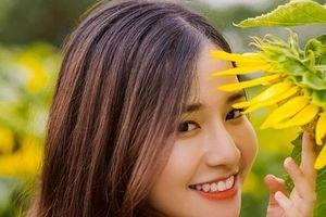 Nữ sinh đại học FPT hút hồn người nhìn vì nụ cười tỏa nắng đẹp tựa thiên thần