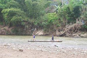 Trốn gia đình đi câu cá, 2 học sinh tiểu học đuối nước
