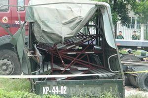 Container đâm văng thùng xe biển đỏ ở Bình Dương, 7 người thương vong