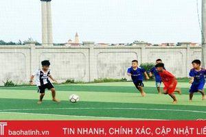 Cầu thủ nhí Hà Tĩnh đam mê bóng đá trẻ phong trào