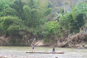 Ra sông Lam câu cá, 2 học sinh tiểu học đuối nước thương tâm