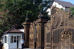 Dát vàng từ cánh cổng cho đến quân cờ, biệt thự nhà chồng Hà Tăng hoành tráng như thế nào?