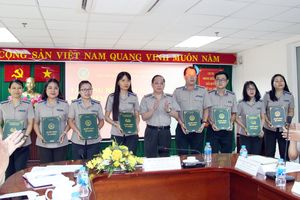 TP Hồ Chí Minh: Trao quyết định chấp hành viên sơ cấp