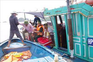 Đồn Biên phòng Cát Bà cứu nạn kịp thời ba thuyền viên trên biển