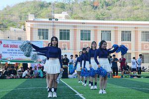 Sôi động giải bóng đá nam, nữ và cuộc thi nhảy cổ động khối THPT