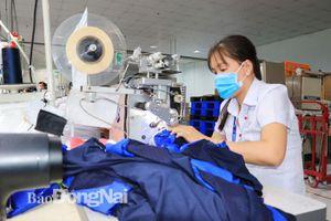 Xuất khẩu dệt may đạt 697 triệu USD
