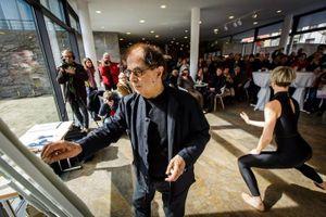 Nghệ sĩ trình diễn hội họa trên nền nhạc của Pháp 'lỡ hẹn' với khán giả Thủ đô