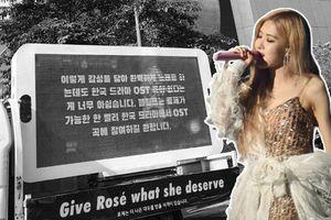 Fan BLACKPINK tiếp tục đặt xe đèn LED trước tòa nhà YG yêu cầu cho Rosé hát nhạc phim
