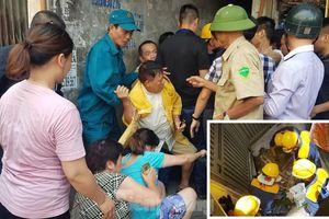 Cả trăm người 'giải cứu' khu dân cư ngập nước thải