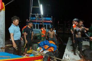 Tàu cá bị chìm trong đêm, 6 thuyền viên được cứu sống